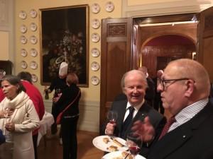 Anders Bjurner, vice ordförande i både Rominstitutets Vänner och Pro Venezia och som ordnat kvällens besök, i samspråk med Göran Alm